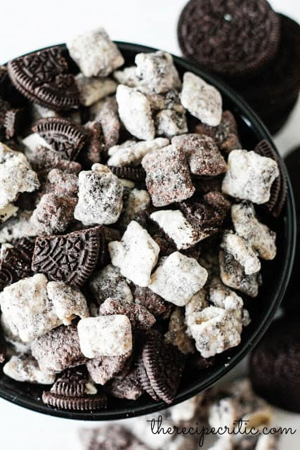 A black bowl filled with muddy buddies.