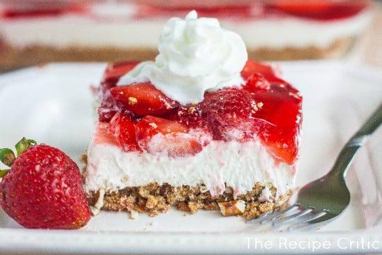 Strawberry Pretzel Salad | The Recipe Critic