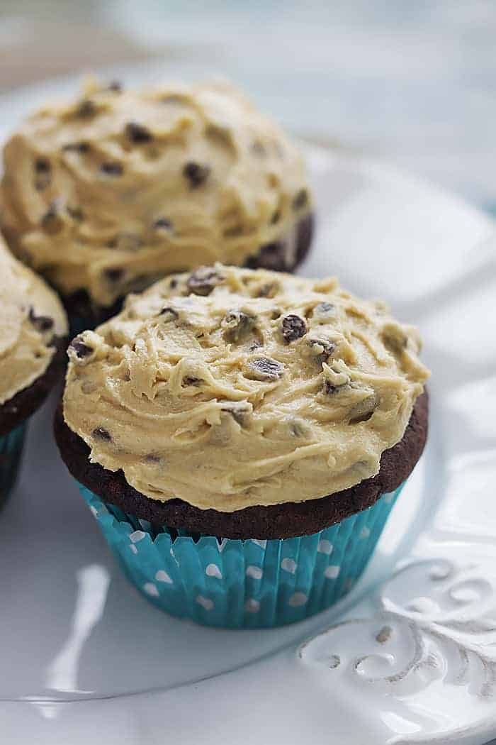 White Chocolate Cupcakes With Cookie Dough Frosting Recipe ...