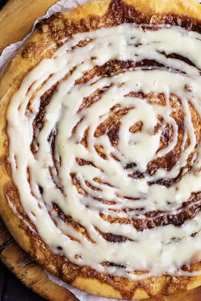 Cinnamon Roll Dessert Pizza The Recipe Critic