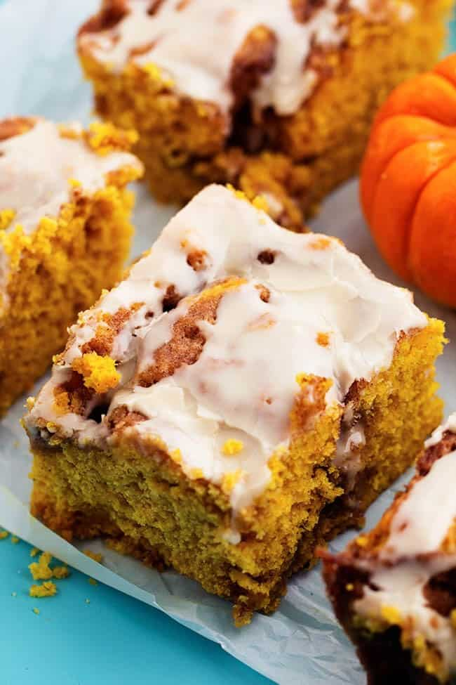 pumpkincinnamonrollcake5