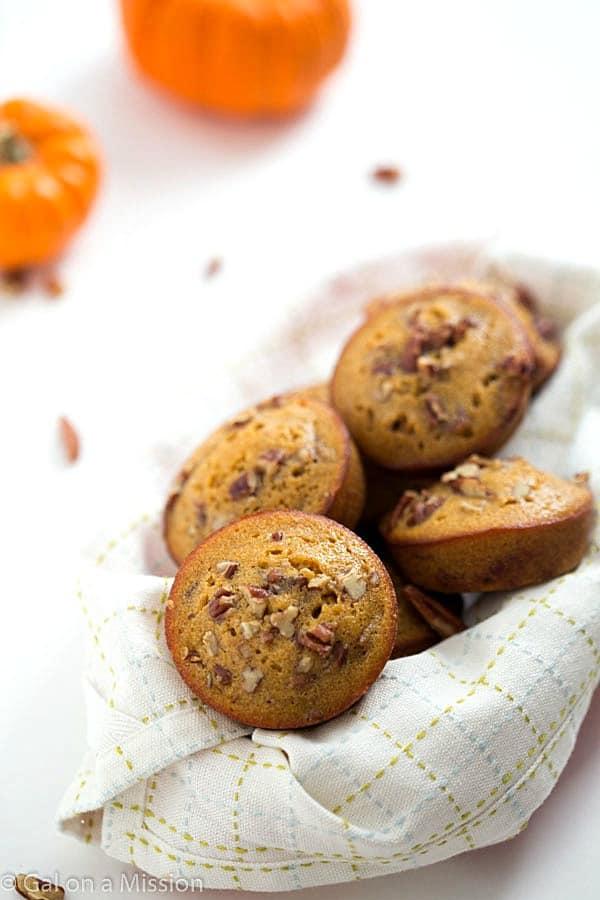 Muffins de calabaza Pecan Pie - Al igual que un pastel de nuez clásica, pero aún mejor!