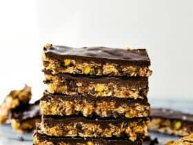 Dark-Chocolate-Pistachio-Granola-Bars