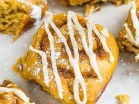 pumpkin-cinnamon-rolls-1