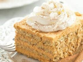 Layers of graham crackers and a creamy pumpkin filling make up this Pumpkin Pie Icebox Cake -- an easy no bake dessert for fall!