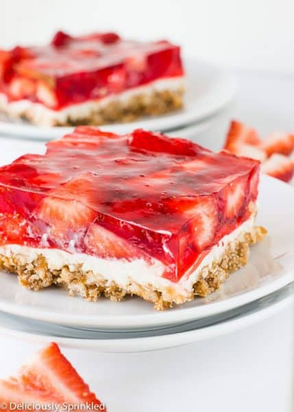 Eat smart with fluffy Strawberry-Pretzel Salad Dessert Squares A crushed pretzel crust keeps these Strawberry-Pretzel Salad Dessert Squares interesting. * Nutrition information is estimated based on the ingredients and cooking instructions as described in each recipe and is intended to be used for informational purposes only. Please note.