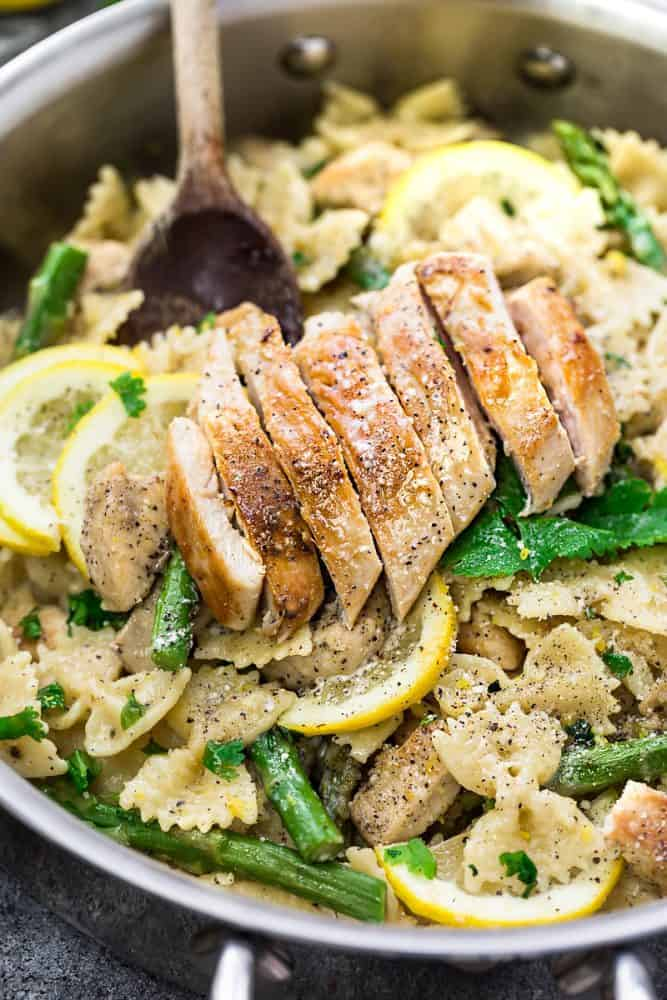 Lemon Garlic Chicken Asparagus Pasta in a pot.