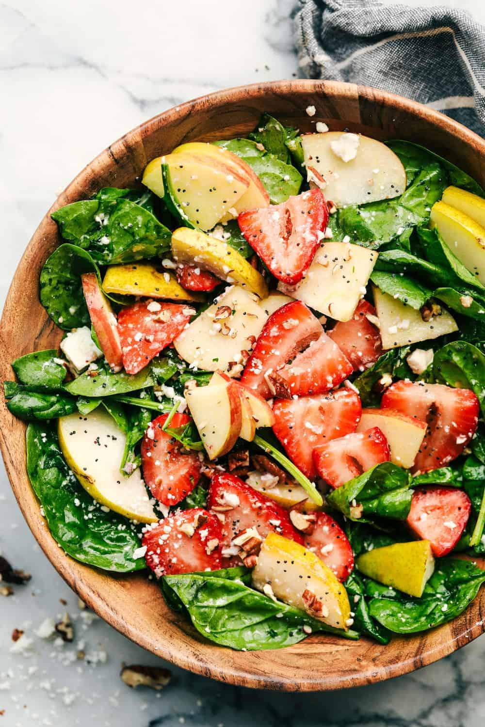 Salad with apple: mouth-watering recipes