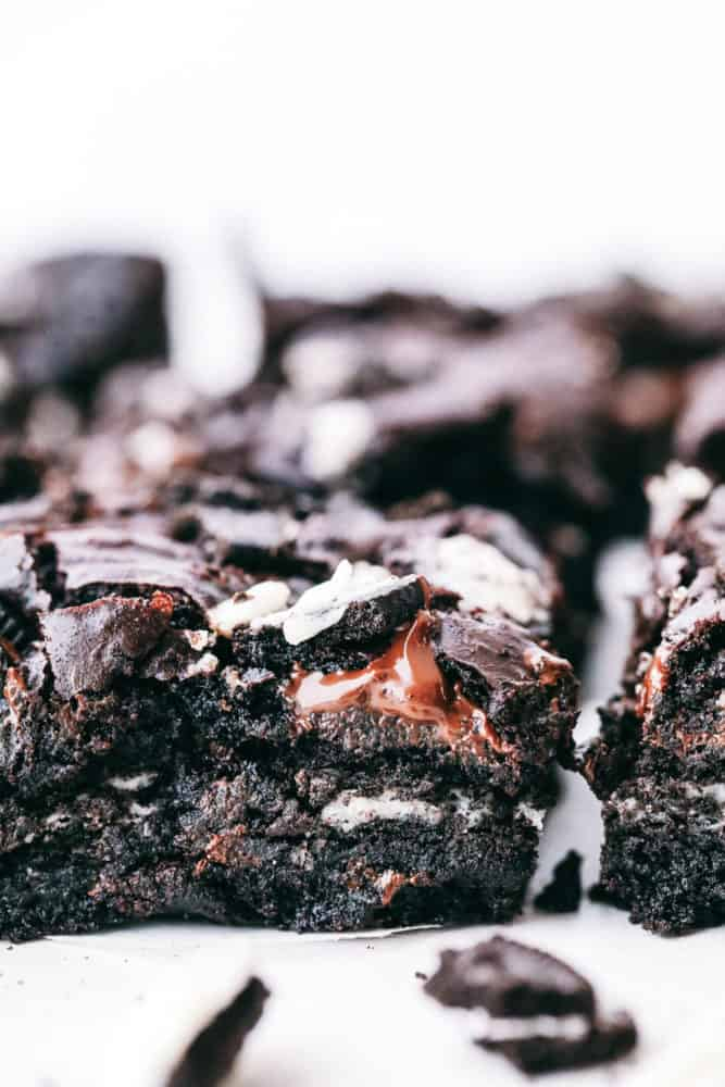 Oreo brownies photo of the side of the oreo with chunks of oreo showing.