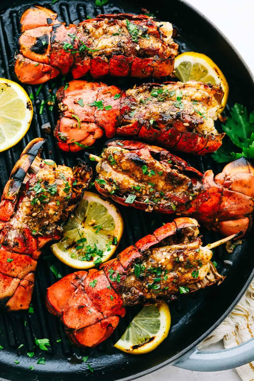 Cajun grelhado manteiga de alho caudas de lagosta 2