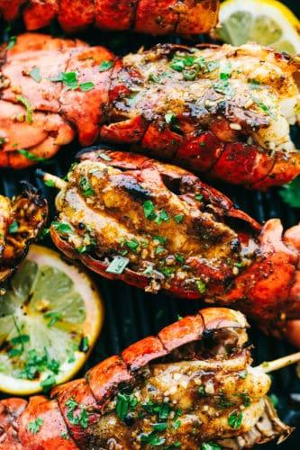 Cajun grelhado manteiga de alho caudas de lagosta 4