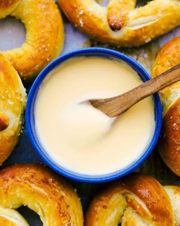 baked pretzel cheesedip