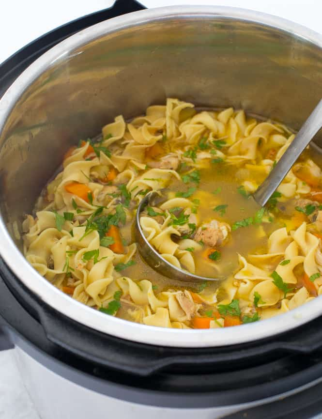 Sopa de macarrão de frango