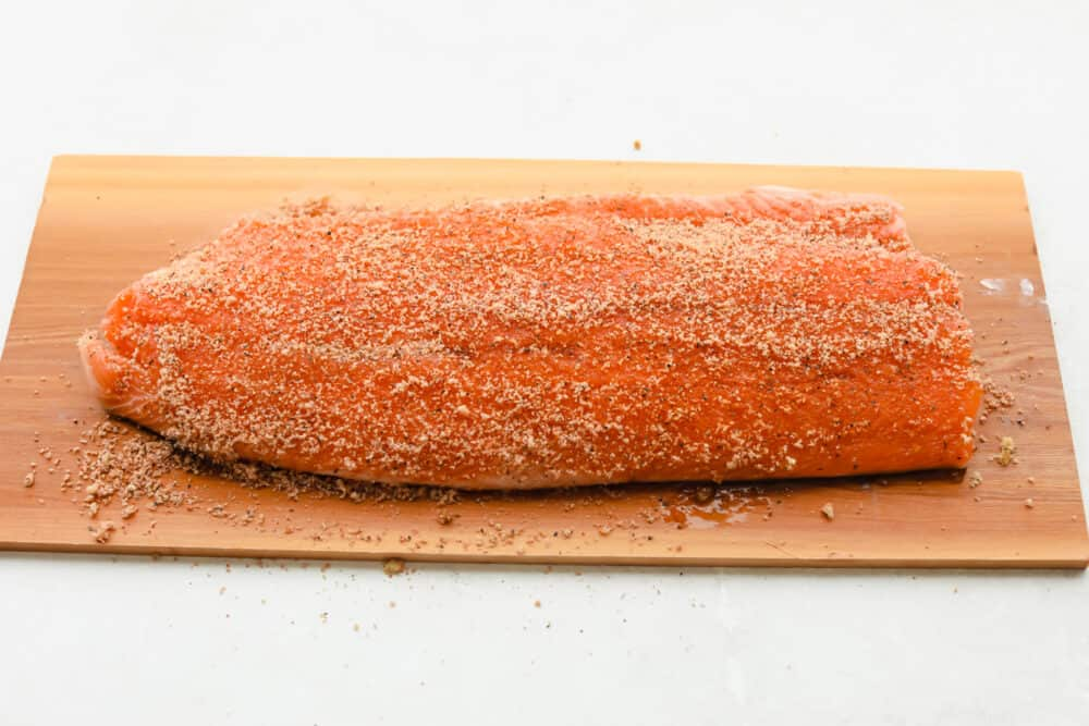 Salmon dengan olesan kering ditambahkan.