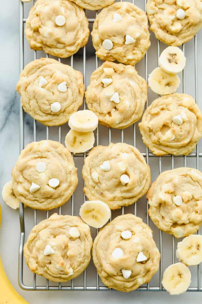 Banana pudding cookies on a wire rack.