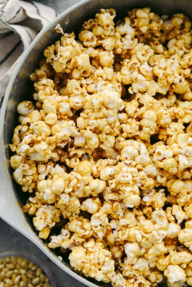 Caramel popcorn in a pan.